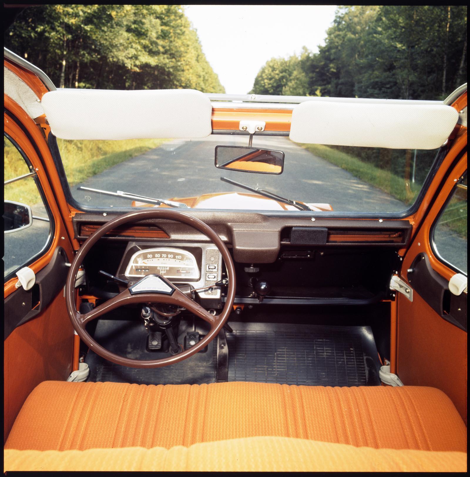 2CV6 1975 planche de bord