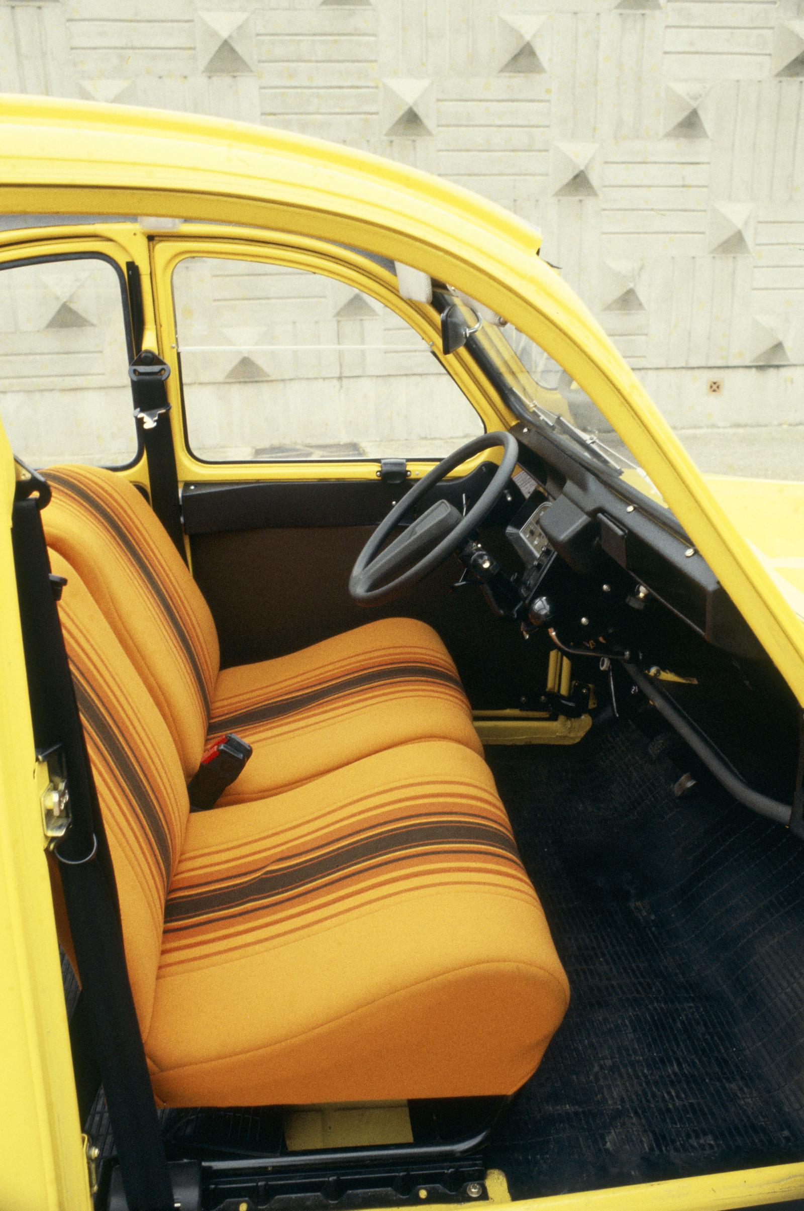 2CV6 1980 intérieur