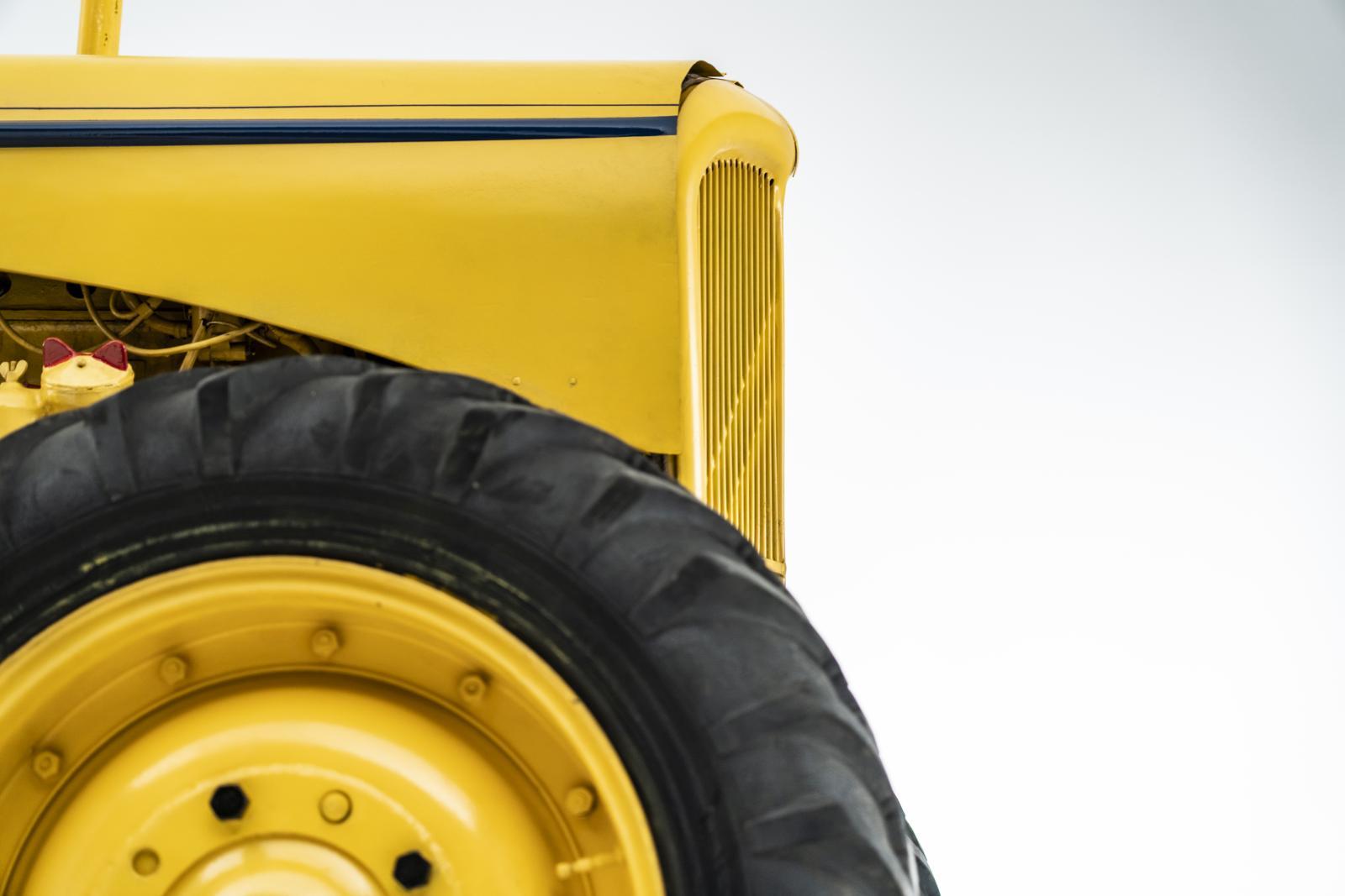 Trator Type J