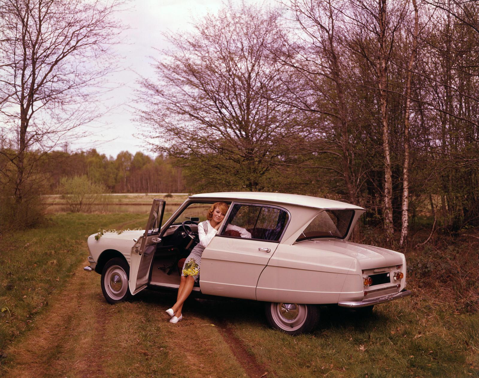 AMI 6 Berline 1961 3/4 arrière