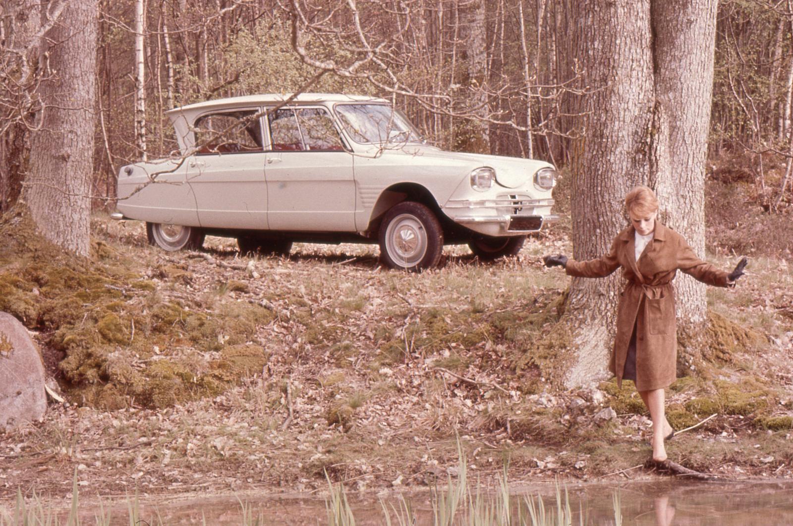 AMI 6 Berline 1961 rivière