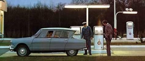 AMI 6 Berline 1963 station essence