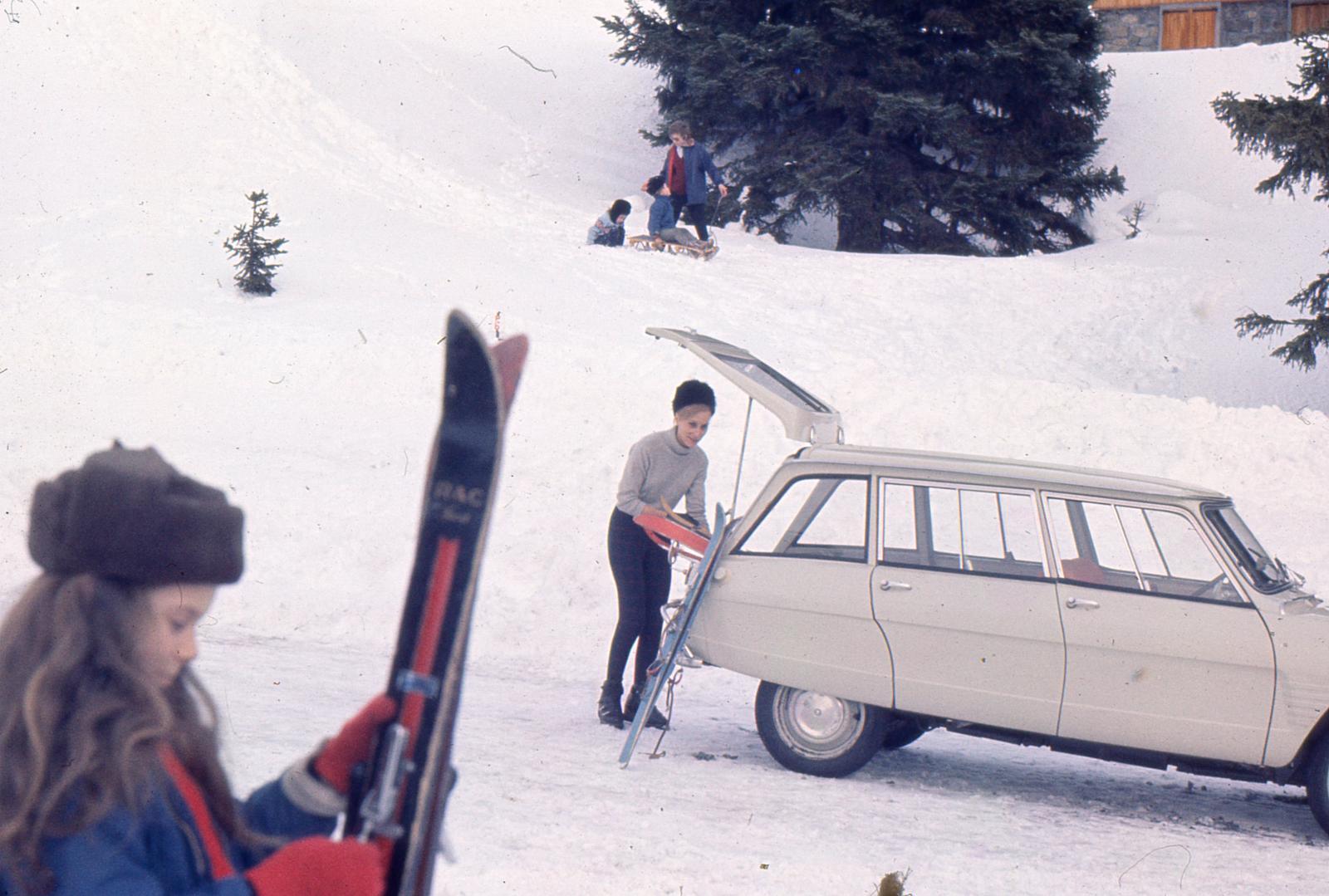 AMI 6 Break 1966 et le ski