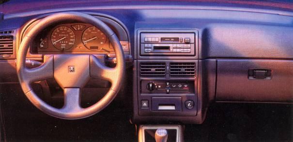 AX GT 3 portes 1993  intérieur