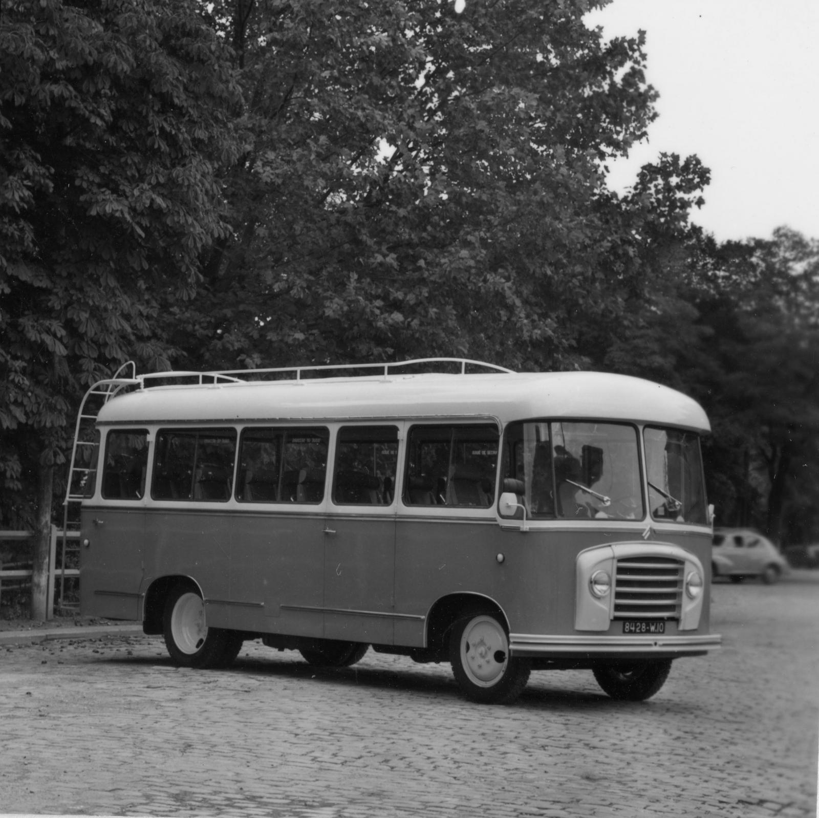 Autocarro Citroën U23 - 3/4 dianteira