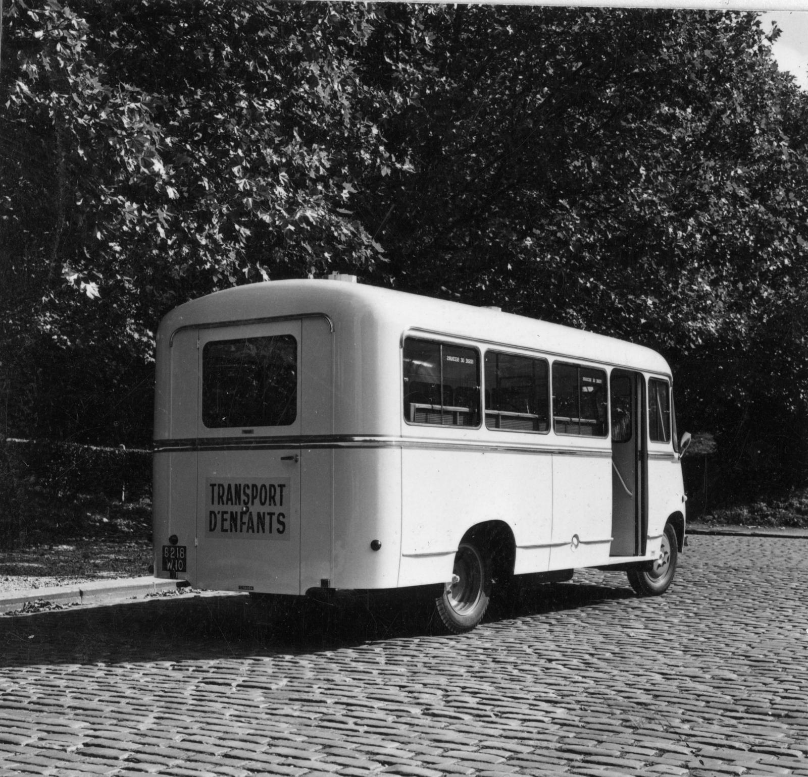 Autocarro Citroën U23 - 3/4 traseira