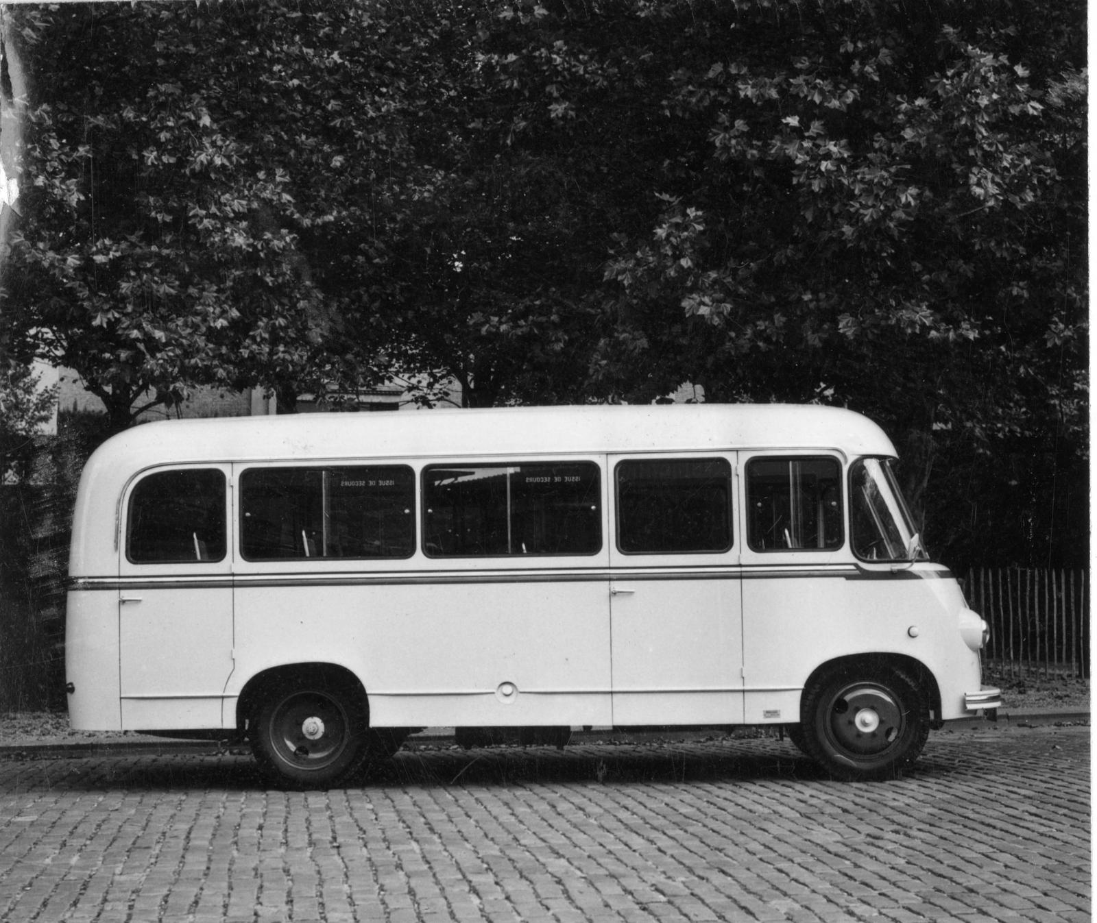 Autocarro Citroën U23 - perfil