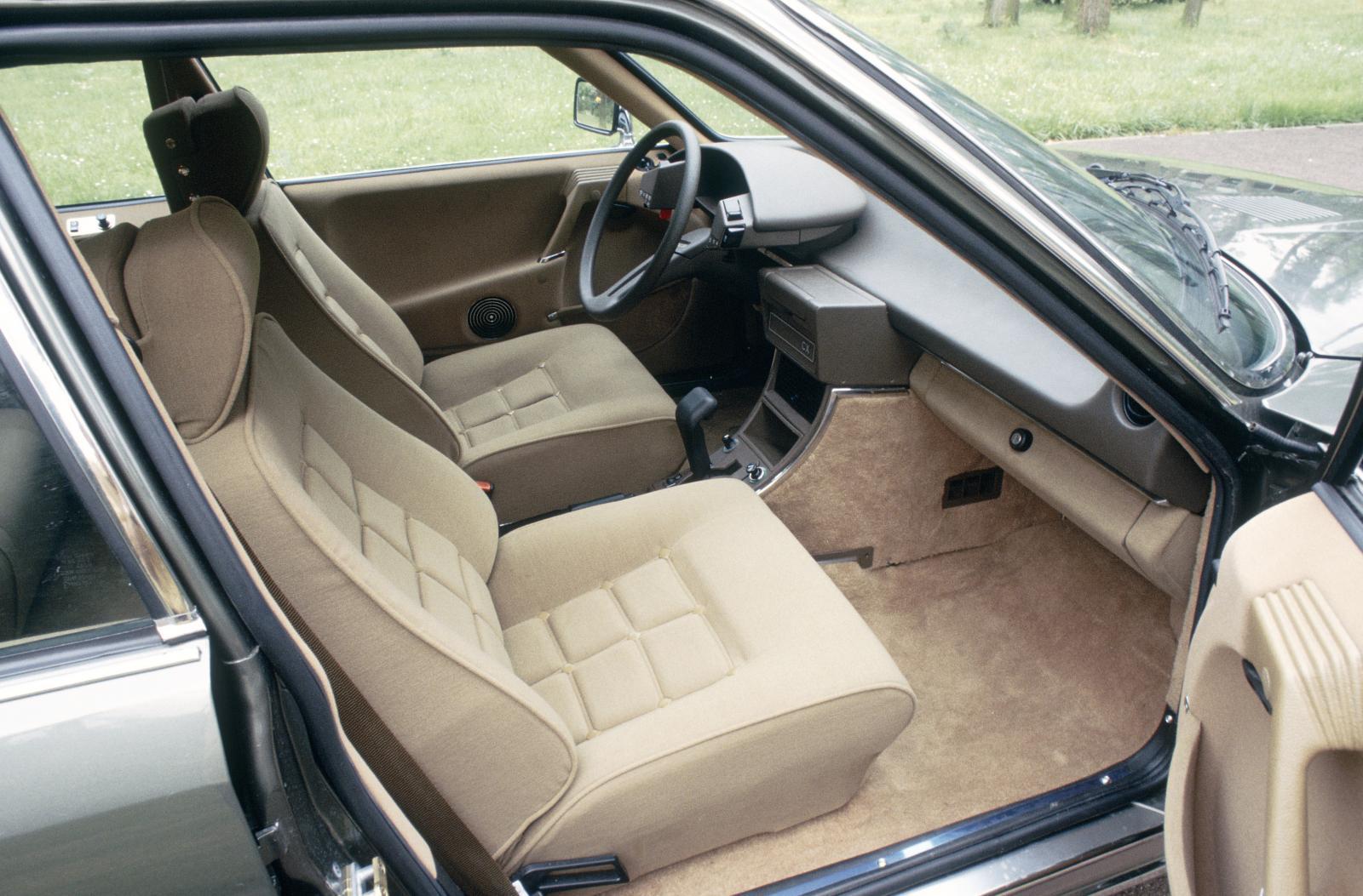CX Prestige 1983 intérieur avant