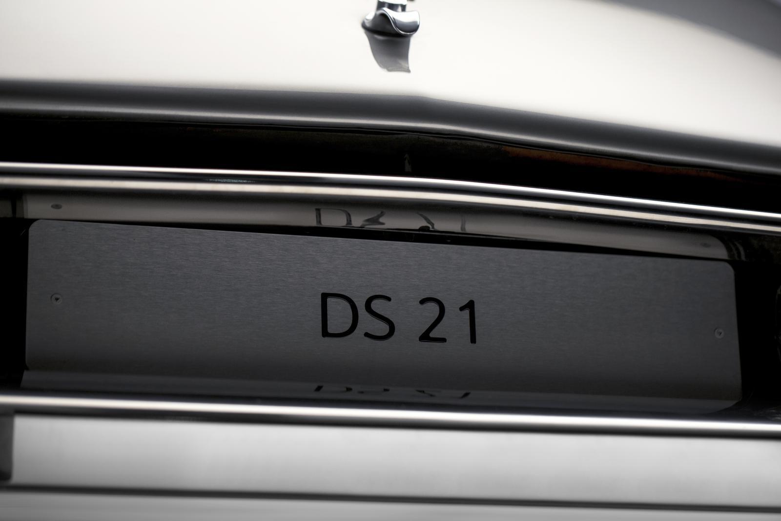 DS 21 - plaque
