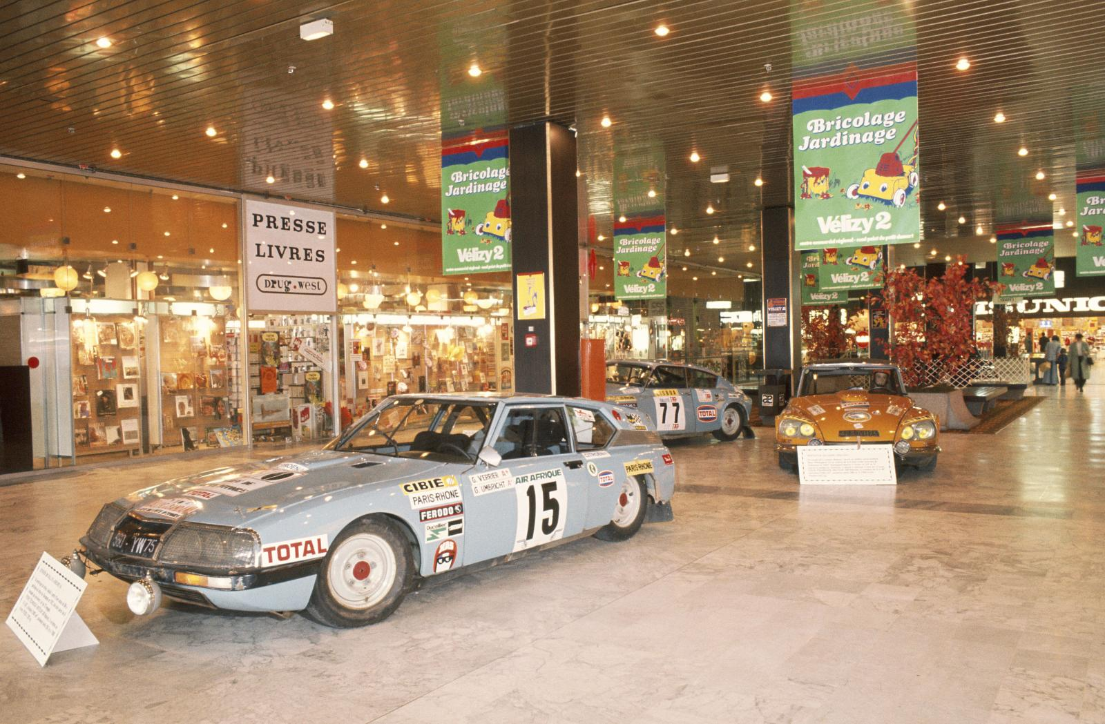 Exposição no Centro Comercial de  Vélizy - SM & DS rali - 1976