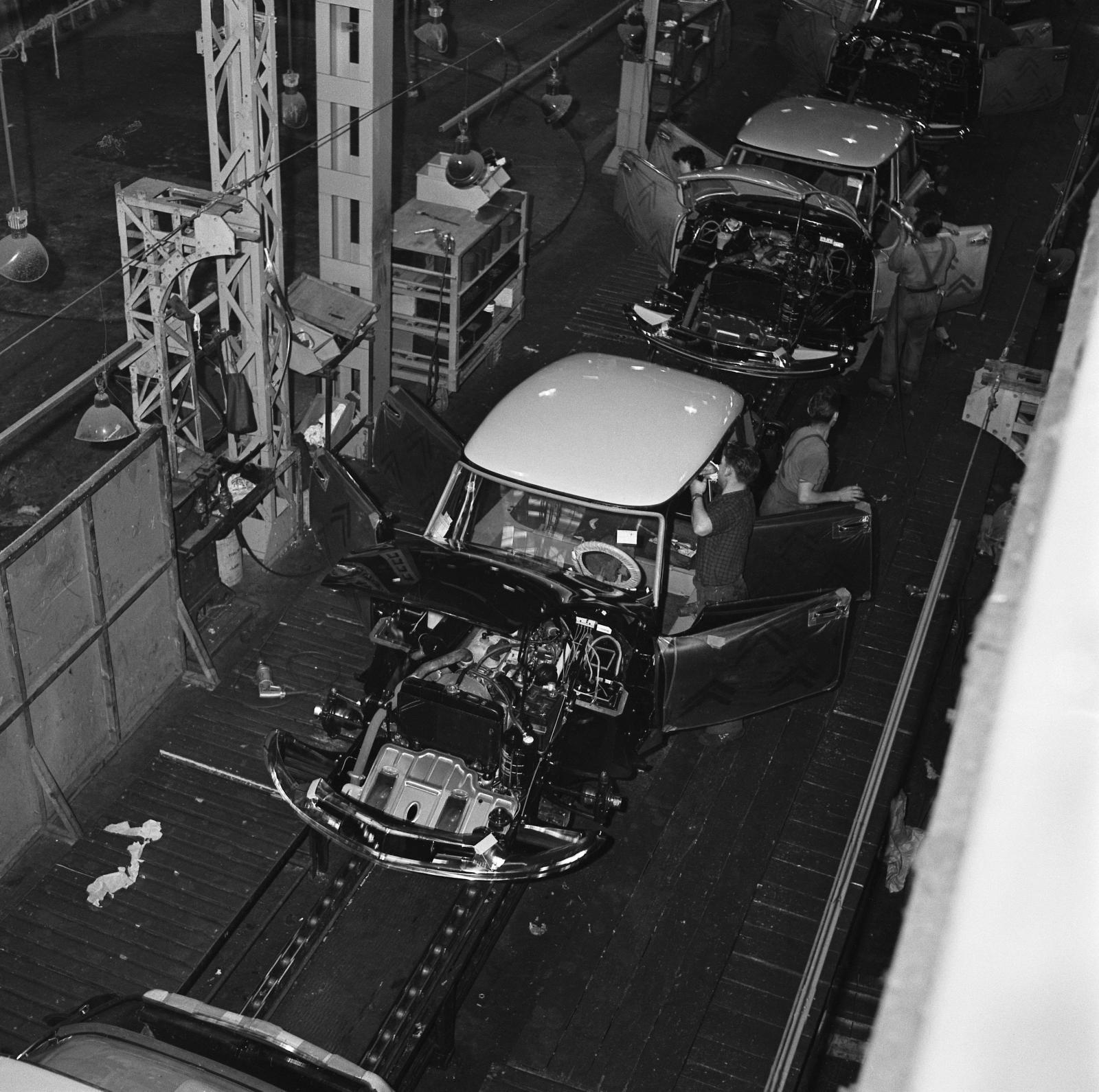 Ligne de montage DS - Usine de Javel - 1957