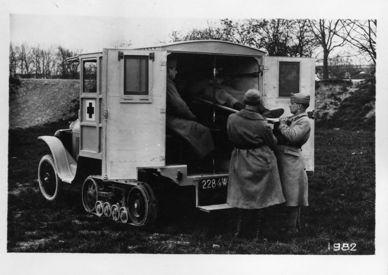 Typo K1, Autochenille B2 Ambulance