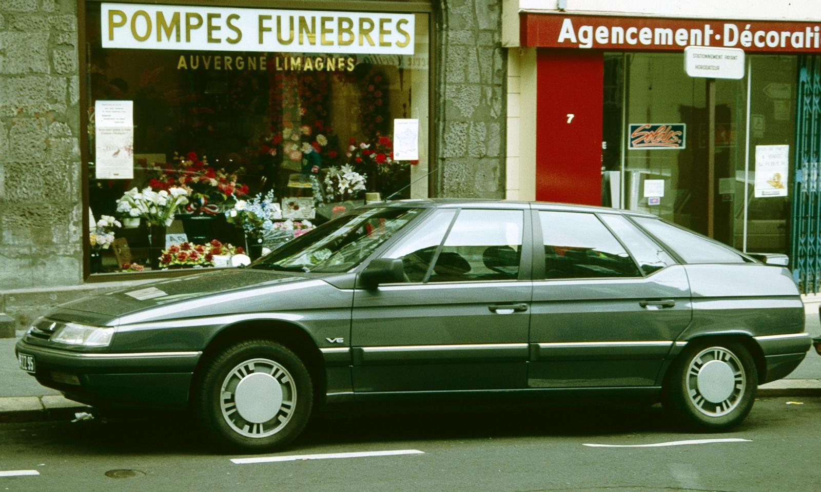 XM V6 dans la rue